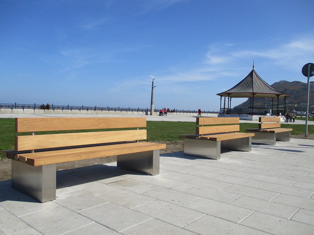 Outdoor seats bray